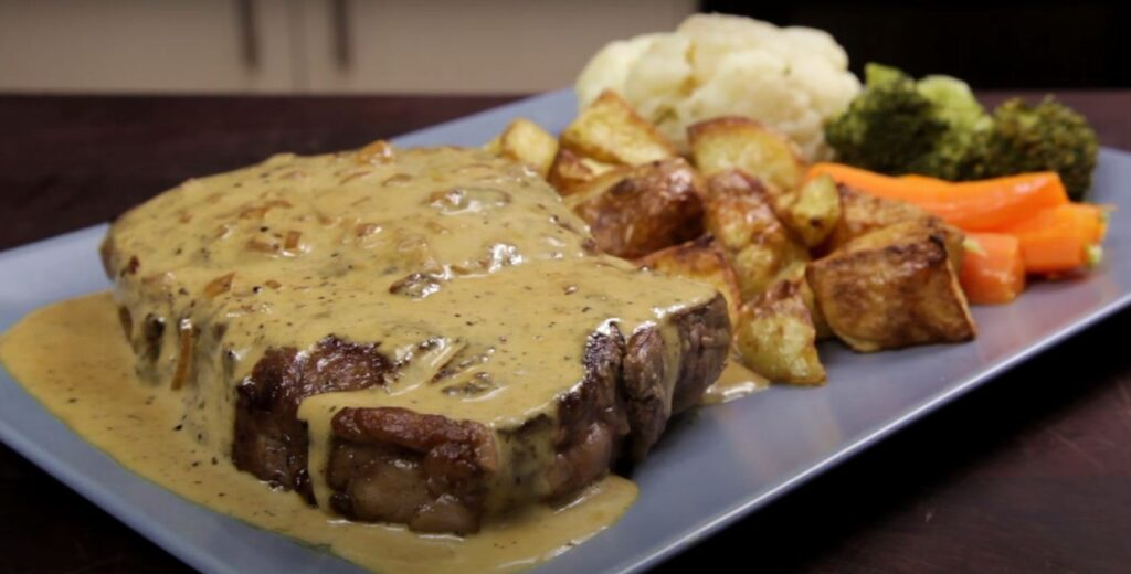 Steak with creamy black pepper sauce
