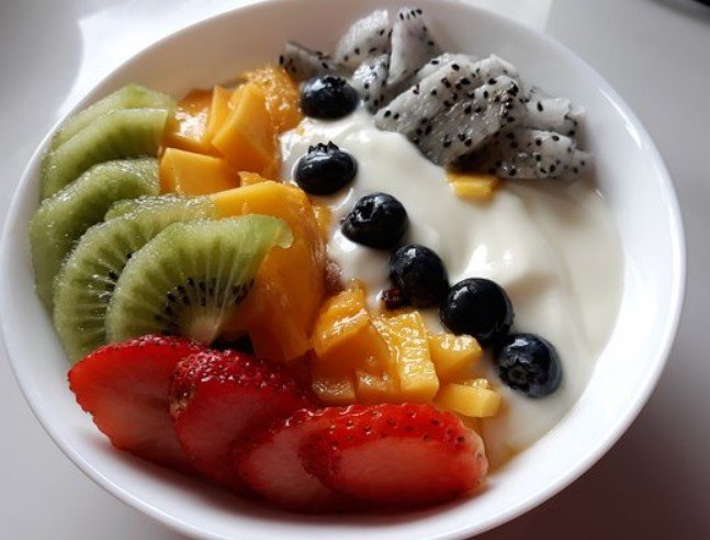 TANGY YOGURT WITH SWEET FRUITS